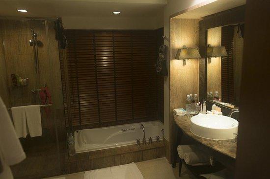 Layana Resort and Spa : Badkamer