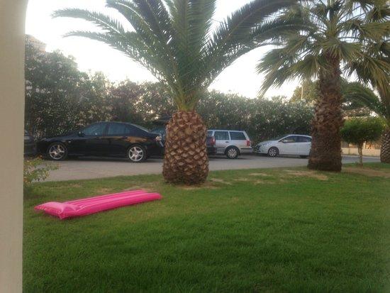 Corfu Sea Gardens: Car Park for guests