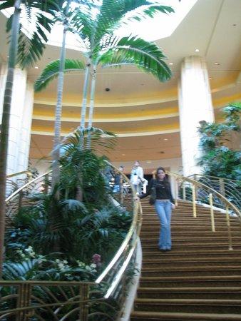 MGM Grand Hotel and Casino : Escada de acesso às piscinas