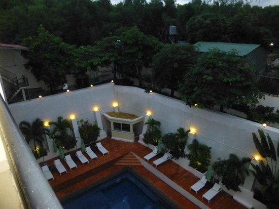 Serendipity Beach Resort: Pool view