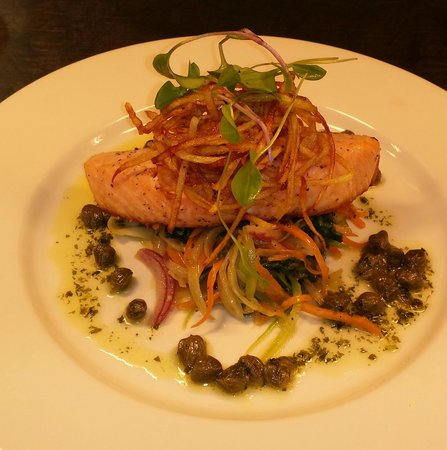 Northrepps Cottage Country Hotel: Seared Salmon Fillet with Julienne Vegetables