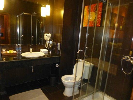 Serendipity Beach Resort: The bathroom