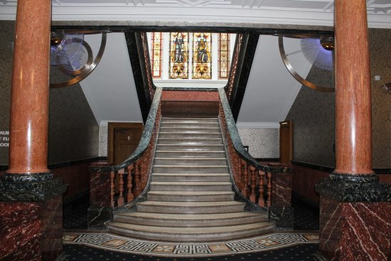Cathedral Quarter Hotel: Central staircase