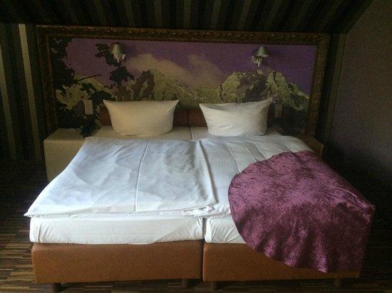 Raeter-Park Hotel : Schwülstiges Alpenpanorama, aber gute Bettenqualität
