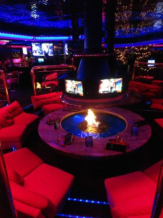 The Peppermill Restaurant & Fireside Lounge: Firepit