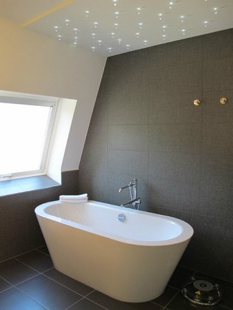 Le Clervaux Boutique & Design Hotel : Chateau Suite: Bathtub