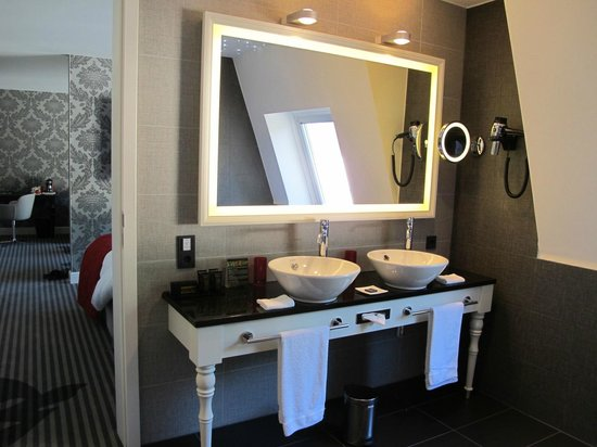 Le Clervaux Boutique & Design Hotel : Chateau Suite: Bathroom
