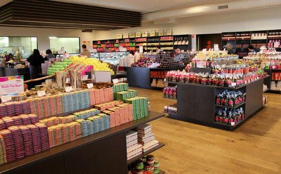 Yarra Valley Chocolaterie & Ice Creamery: Chocolate available for purchase