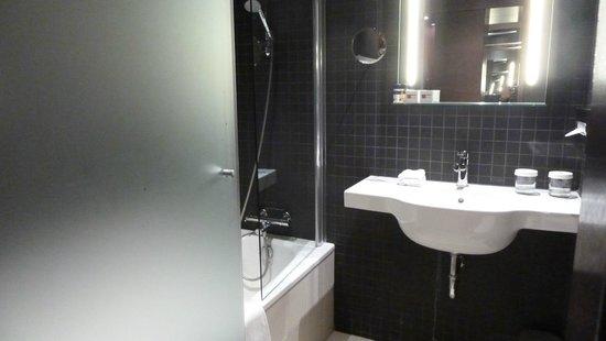 Dutch Design Hotel Artemis: Sauberes Bad!