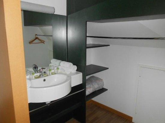 """Village Vacances """"Le Cap d'Opale"""": salle de bain étage"""