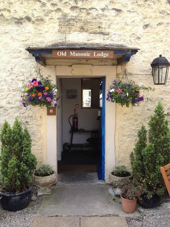 The Old Masonic Lodge B&B: The Lodge's lovely, welcoming entryway.