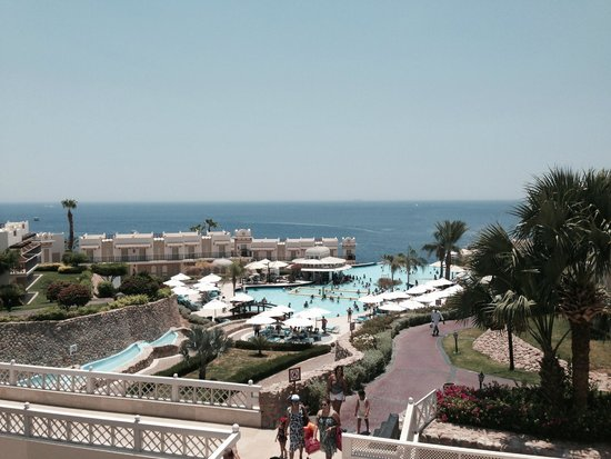 Concorde El Salam Hotel : View of main pool from piano bar