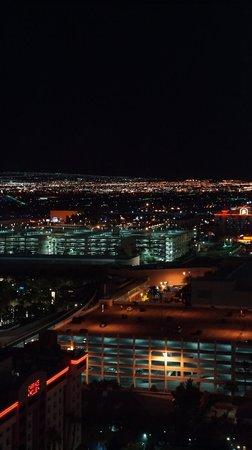 Elara by Hilton Grand Vacations: Vista do quarto