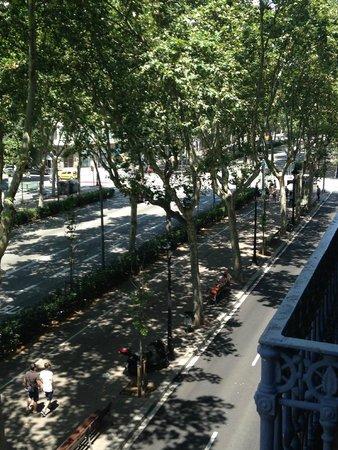Eric Vokel Boutique Apartments - Gran Via Suites: View of street