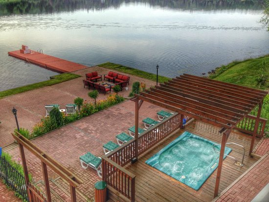 Couples Resort: Dock and Hot Tub