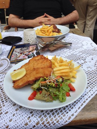 schnitzel mit pommes picture of restaurant esszimmer berlin tripadvisor. Black Bedroom Furniture Sets. Home Design Ideas
