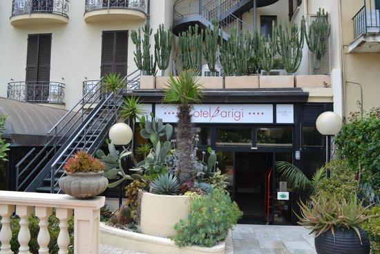 Hotel Parigi & SPA: Вход со стороны улицы