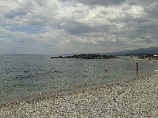 Dal Pirata Beach: Stunning waters and chill!