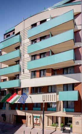 Fraser Residence Budapest: Facade entrance