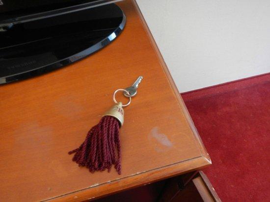 Hotel am Mirabellplatz: 部屋のキーです。クラシック♪