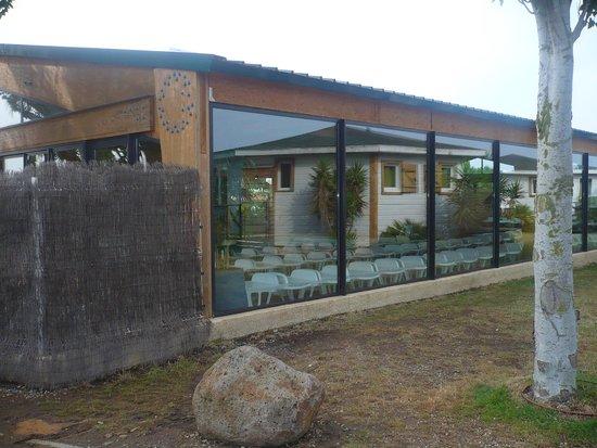 Piscine couverte picture of camping sunelia domaine de for Camping gerardmer piscine couverte