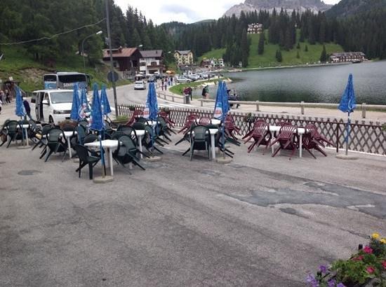 Hotel Sorapiss : la terrazza con la vista sul lago