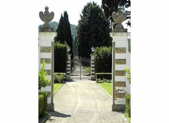Villa Olmi Firenze: Villa Olmi Gates