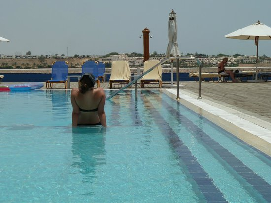 Lido Sharm Hotel: Rooftop pool - lovely