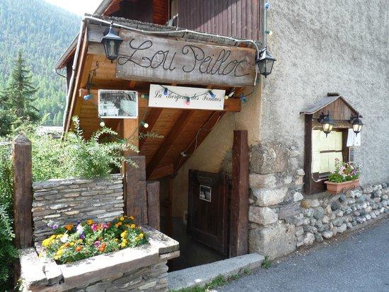 Lou Peilloc : le restaurant est dans une petite rue