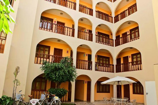 Bayview Hotel: Jardín y Fachada nuevo edificio Ejecutivo