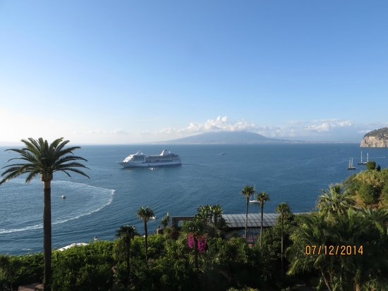 Grand Hotel Royal : View of Bay of Naples from balcony