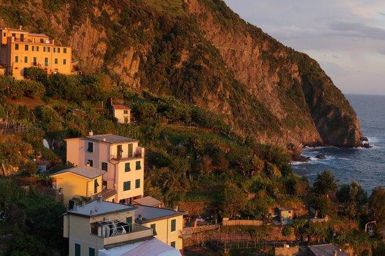 La Baia di Rio: Changing light over Riomagiorre & Adriatic