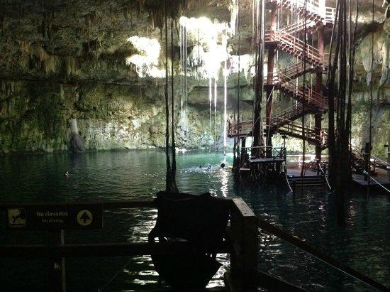 Cenote Maya Park: Es de los cenotes en forma de cúpula