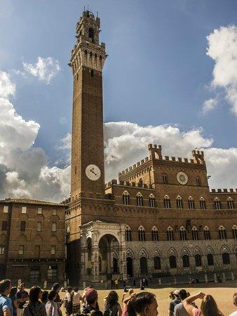 Torre del Mangia: la torre e il palazzo comunale