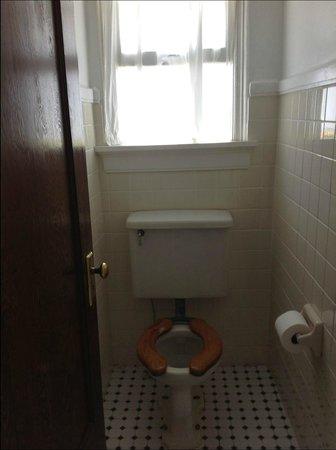Edgewater Hotel: Water Closet...