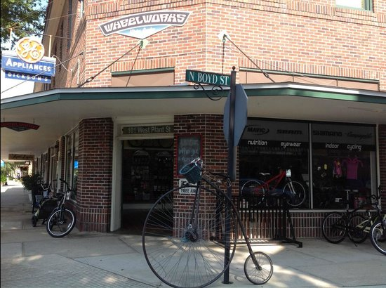 Edgewater Hotel : Bike Shop Accross the Street...