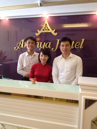 Hanoi Sky Hotel: Awesome staff at Reception