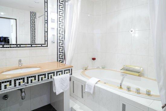 Hotel Schwarzer Adler: Versace Suite