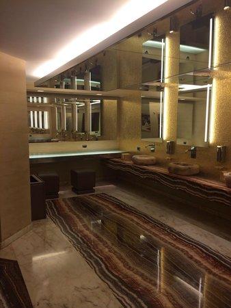 Rome Cavalieri, Waldorf Astoria Hotels & Resorts: Toilette piano terra