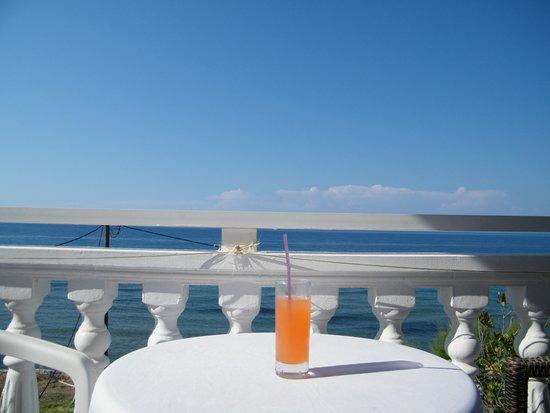 Agoulos inn : Балкон