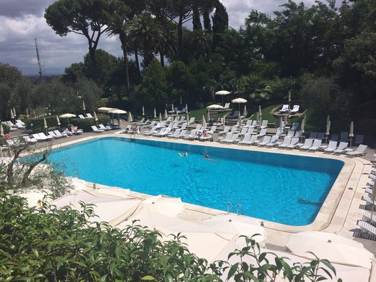 Rome Cavalieri, Waldorf Astoria Hotels & Resorts : Piscina