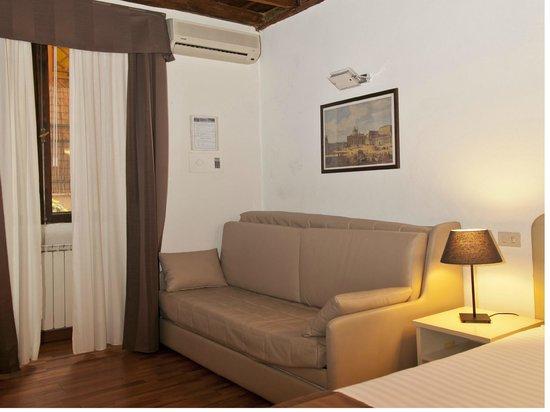 Residence Navonapt: Il comodo divano letto