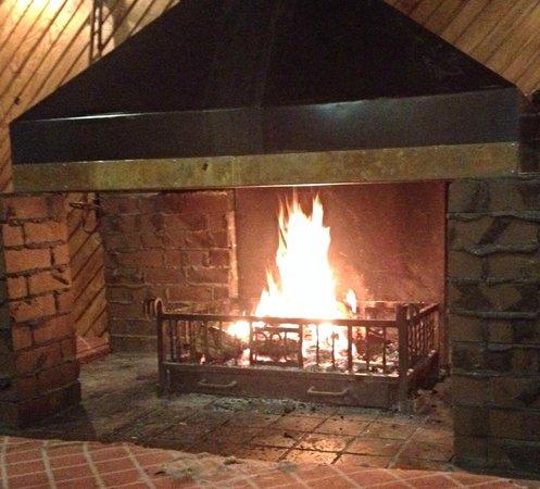 Pipers Ski Lodge : open fire