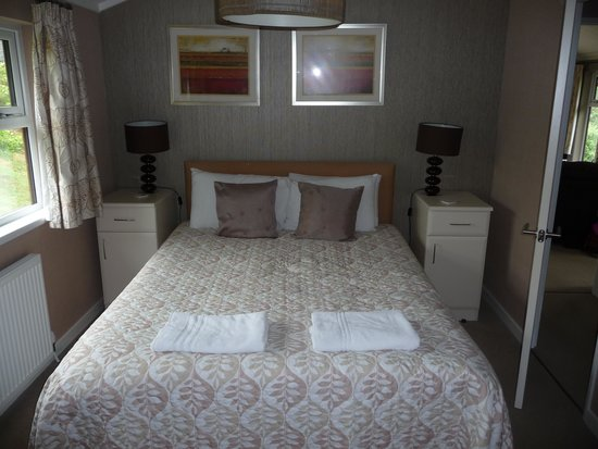 Herons Brook Lodges: Main bedroom