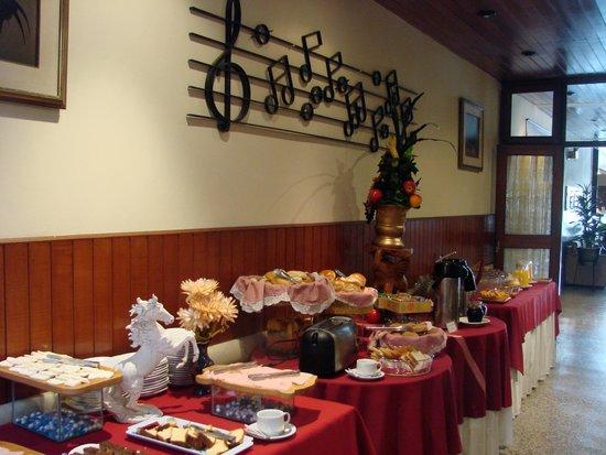 Hotel Melodia: Desayuno