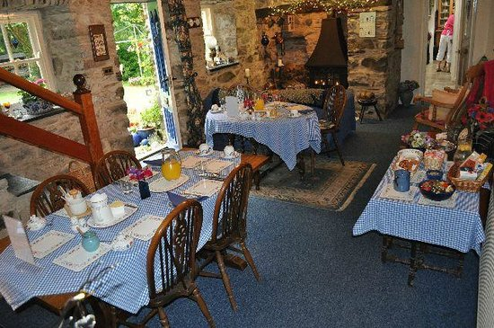 Old Cartlett House Bed and Breakfast: Breakfast in the dining room