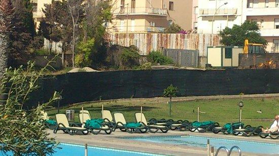 "Carlos V Hotel: pool ""plastic"" fence"