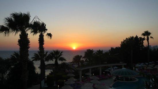 Grand Blue Sky International: Sunset during the dinner