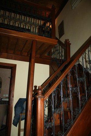 Ryad Mabrouka: Treppe zum Bett