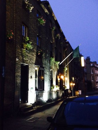 Hotel du Vin Cambridge: Pretty at dusk